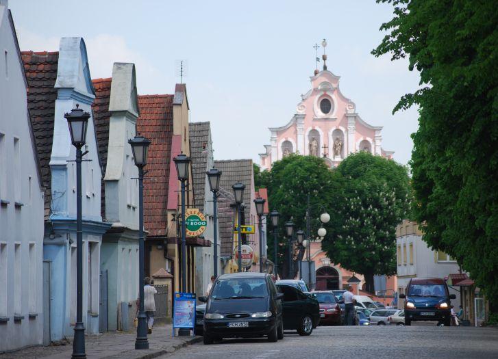 Weberhäuser mit Blick auf die Florianskirche in Chodzież