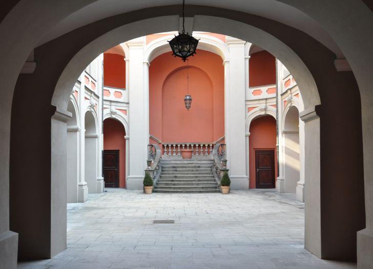 Innenhof des ehemaligen Jesuitenkollegs in Poznań