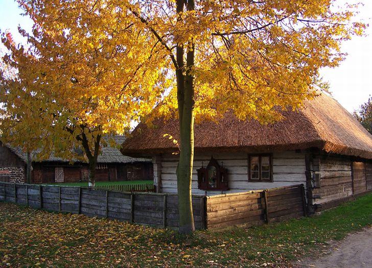 Im Herbst. Freilichtmuseum Großpolnischer Ethnographischer Park Dziekanowice
