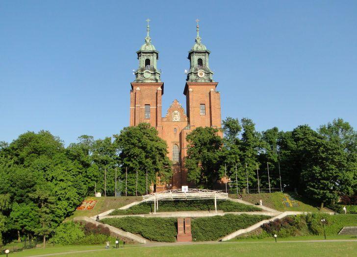 Herb Primas-Basilika Mariä Himmelfahrt und des hl. Adalbert in Gniezno (Gnesen)