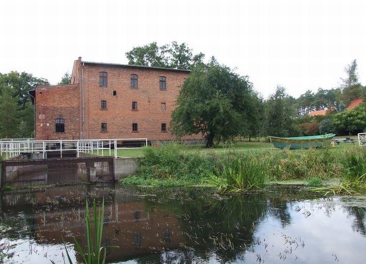 Herb Museum für Müllerei und Wassergeräte der Ländlichen Industrie in Jaracz (Zweigstelle des Nationalmuseums für Landwirtschaft und Agrar- und Lebensmittelindustrie in Szreniawa)