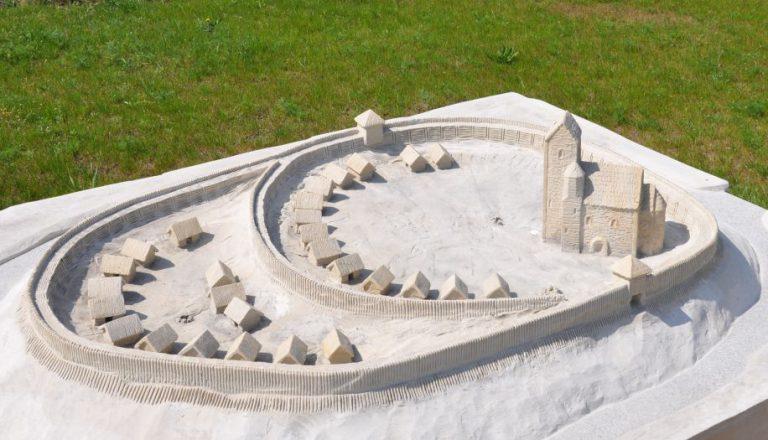 Modell der Burg im Stadtteil Zawodzie in Kalisz