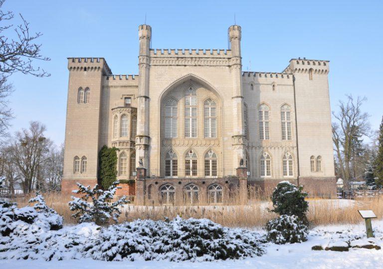 Blick auf das Schloss vom Arboretum aus