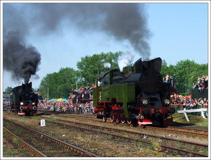 Parade der Dampflokomotiven in Wolsztyn im einzigen Lokschuppen, der in Europa noch in Betrieb ist