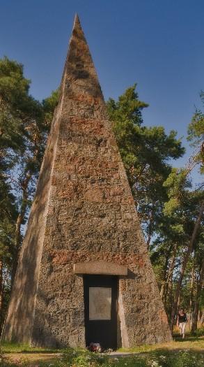 Das Pyramidengrab von Franciszek Łakiński