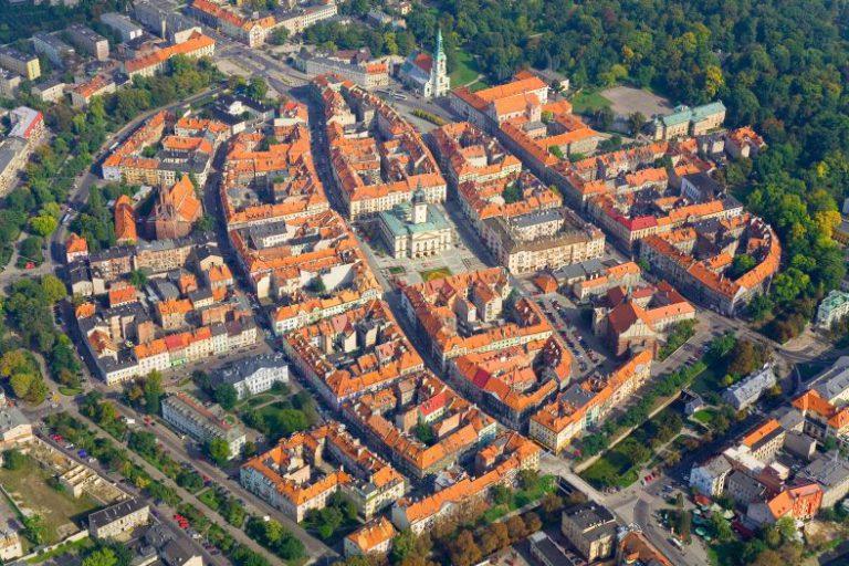 Das mittelalterliche Kalisz mit einer schachbrettartigen Anordnung der Straßen