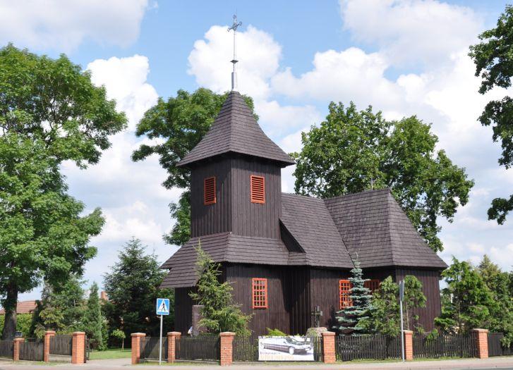 Die Kirche St.-Leonhard und Mariä Himmelfahrt in Słupca