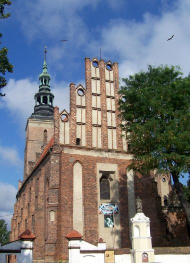 Die Kirche Mariä Himmelfahrt in Śrem