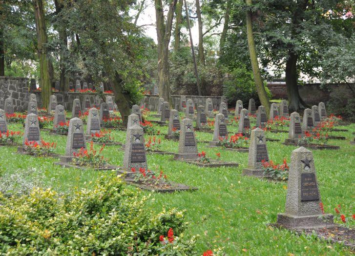 Cmentarz żołnierzy radzieckich w centrum Wolsztyna