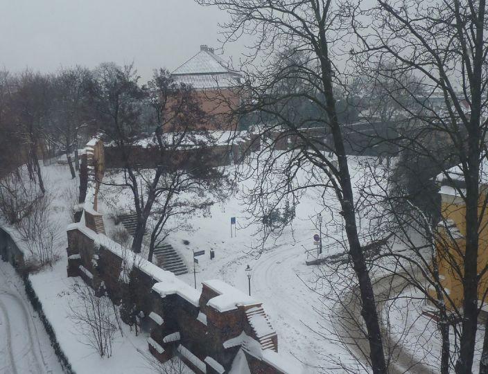 Wzgórze Przemysła w Poznaniu z obrysem murów