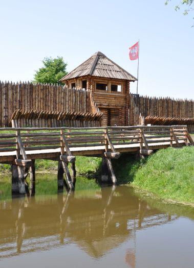Rekonstruktion der Burg im Stadtteil Zawodzie in Kalisz