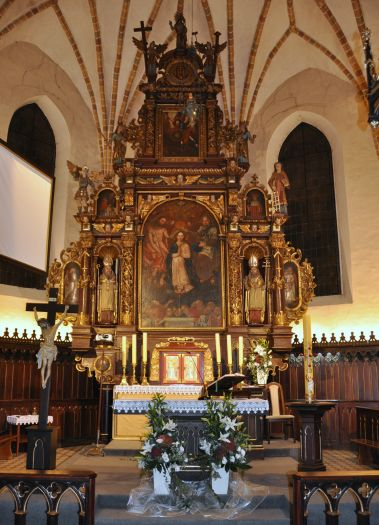 Ołtarz główny w kościele pw. św. Michała Archanioła w Dolsku