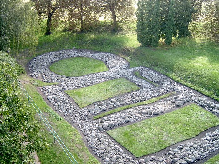 An outline of a Romanesque building in the Giecz castle-city (grodzisko) area