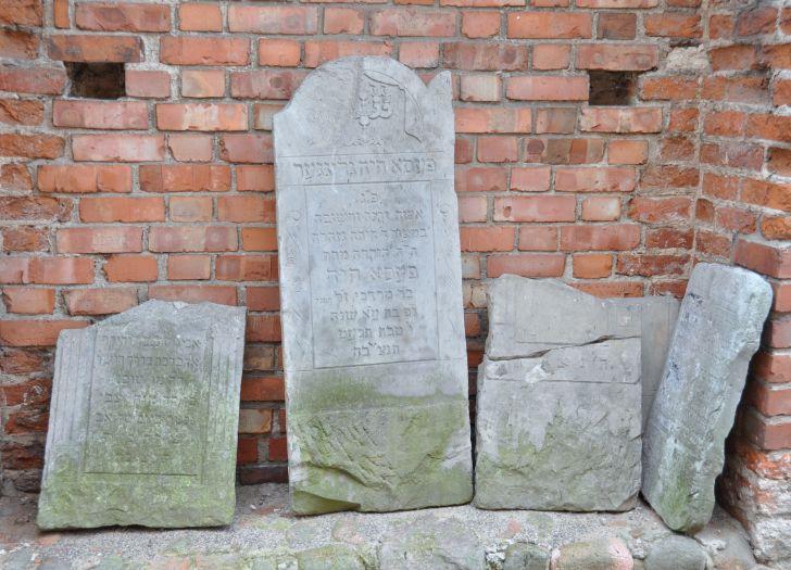 Macewy z dawnego cmentarza żydowskiego