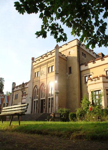 Herb Radoliński Palace in Jarocin