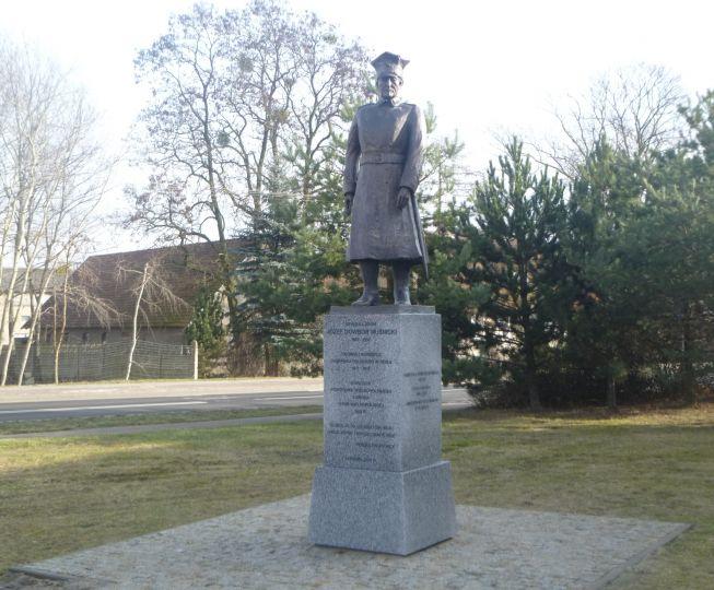 Pomnik Generała w Lusowie