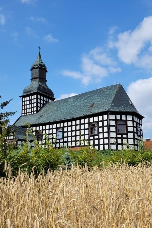 Kościół szachulcowy z wieżą