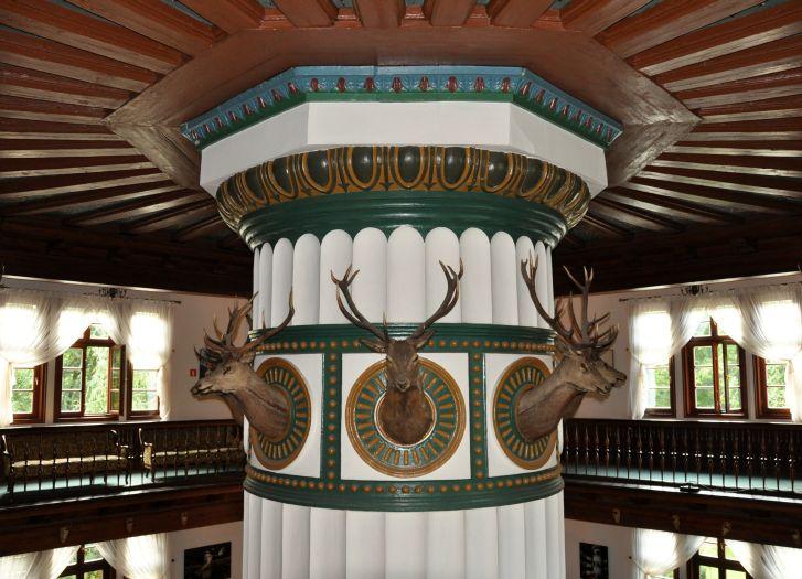 Centralny komin-filar w pałacu w Antoninie