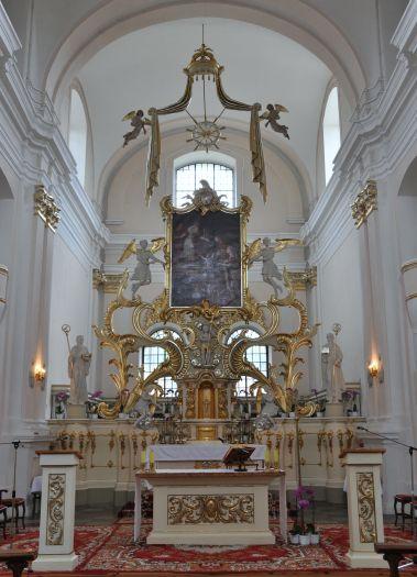 Nawa główna w kościele klasztornym w Bieniszewie
