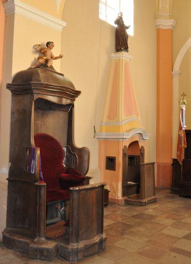 Dwa konfesjonały (tylny - murowany!) w Borku Wlkp.