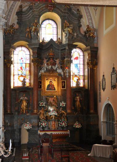 Ołtarz główny w sanktuarium Matki Boskiej Pocieszenia w Borku Wlkp.