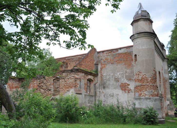 Ruiny kościoła pw. św. Jana Chrzciciela w Chojnicy