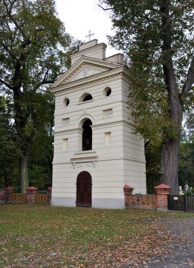 Dzwonnica przy kościele w Dębnie nad Wartą
