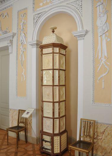 Zabytkowy piec w pałacu w Dobrzycy