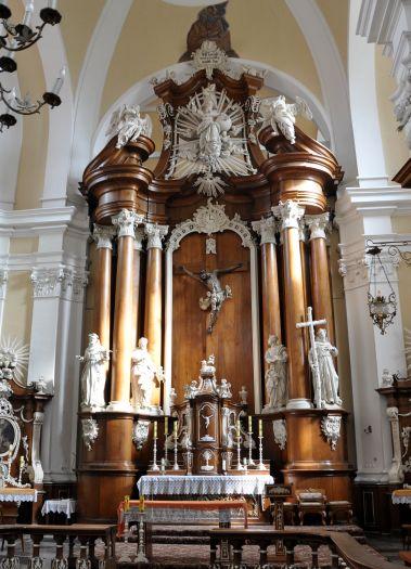 Ołtarz główny w kościele oo. franciszkanów w Osiecznej