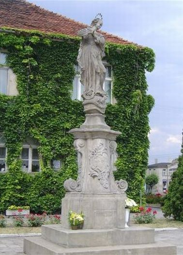 Figura Matki Boskiej na Rynku w Borku Wielkopolskim
