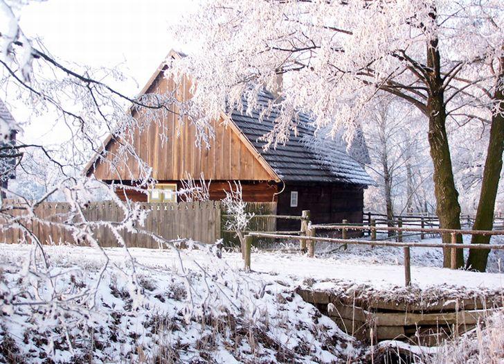 Zimą też jest pięknie... w skansenie w Dziekanowicach