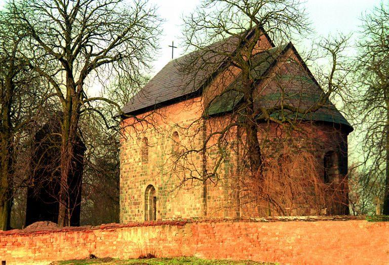 Romański kościół pw. św. Mikołaja w Gieczu