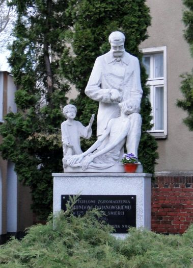 Pomnik bł. E. Bojanowskiego w Górce Duchownej