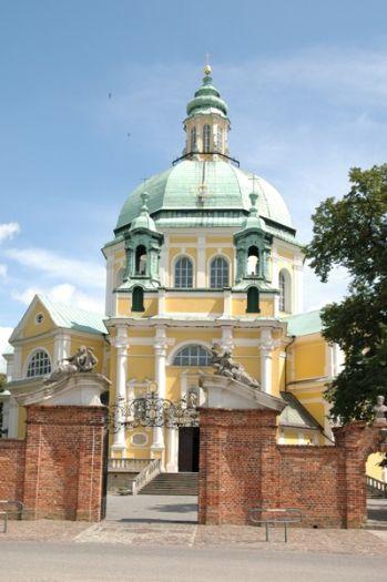 Herb Kościół klasztorny filipinów pw. MB Świętogórskiej w Gostyniu
