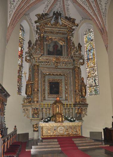 Ołtarz w kaplicy bocznej w gostyńskiej farze