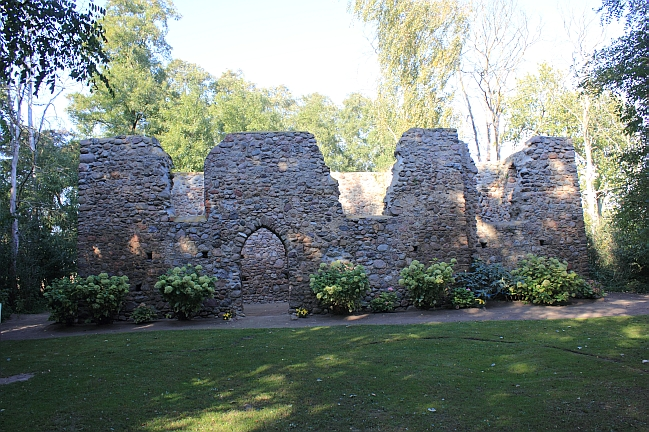 Ruiny kościoła św. Marcina w Gryżynie