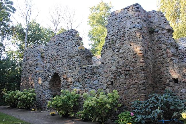 Ruiny kościoła św. Marcin w Gryżynie