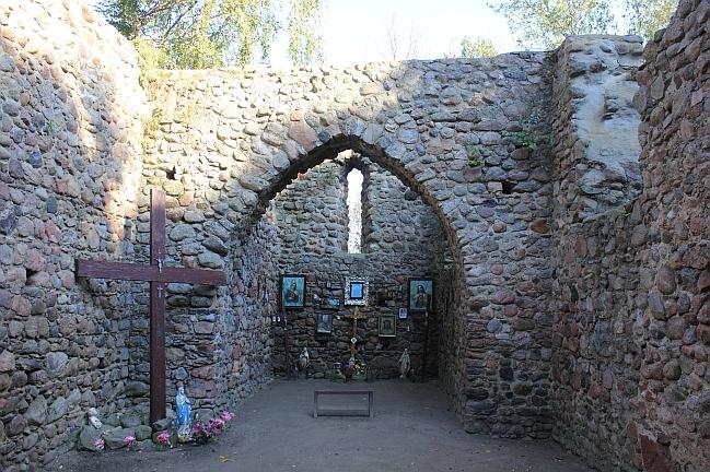 ruiny kościoła, budowla z kamienia