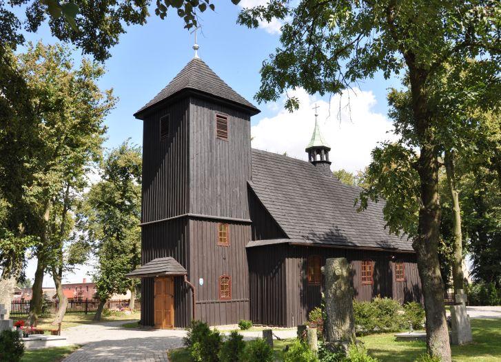 drewniany kościół, wieża dzwonnica, lato
