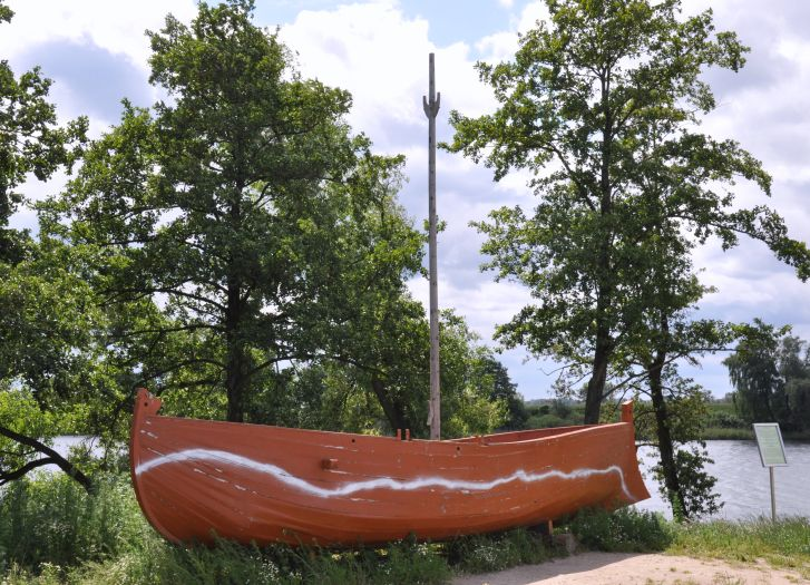 Replika łodzi św. Piotra na Lednicy