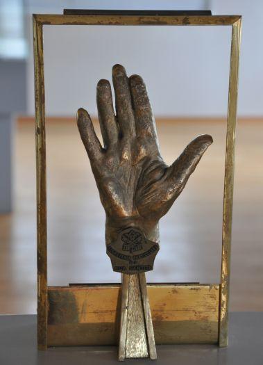 Odlew dłoni Jana Pawła II w Muzeum w Ośrodku Dominikańskim na Lednicy