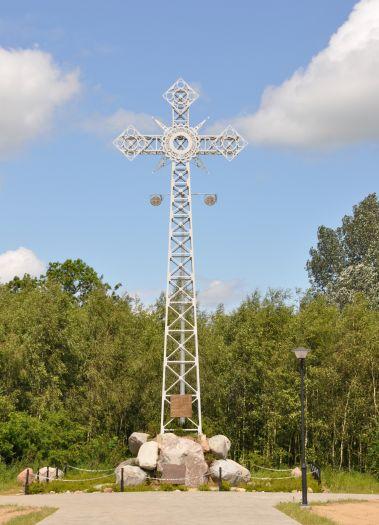 Replika krzyża z Giewontu w ośrodku dominikańskim na Lednicy