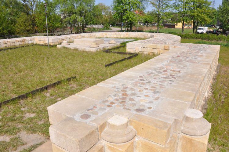 Narys romańskiej bazyliki św. Piotra i Pawła w Kaliszu na Zawodziu