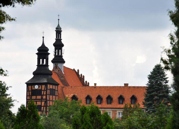Kościół klasztorny Misjonarzy Świętej Rodziny pw. św. Jana Chrzciciela i Pięciu Braci Męczenników w Kazimierzu Biskupim
