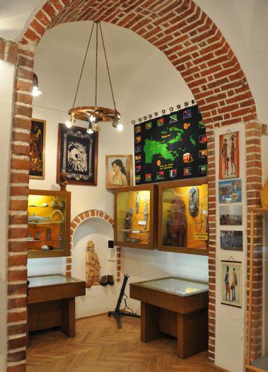 Muzeum Etnograficzne w Kazimierzu Biskupim prezentuje eksponaty przywiezione z misji