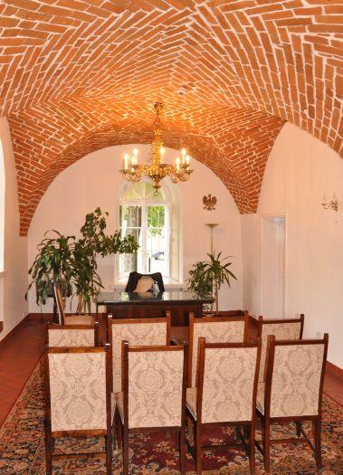 Sala ślubów z gotyckimi sklepieniami w Kole