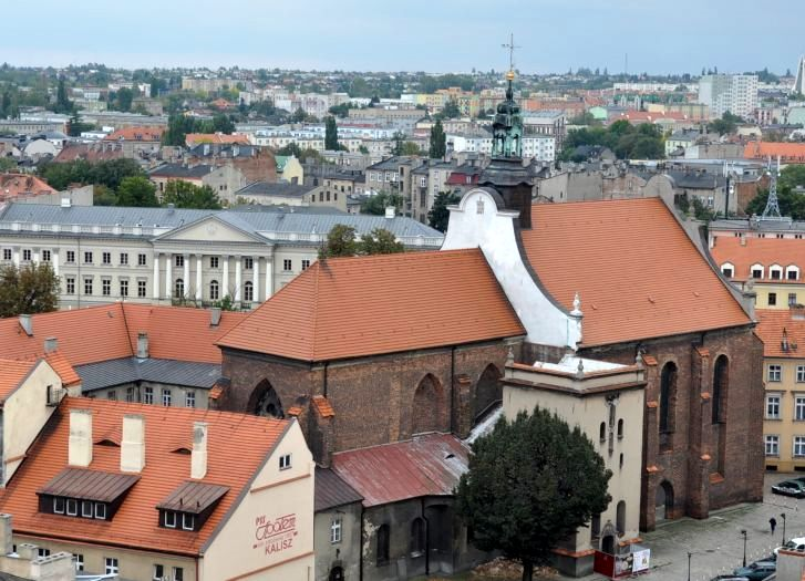Widok na kościół franciszkanów z wieży ratuszowej w Kaliszu