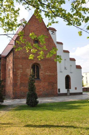 Widok od wschodu na kościół pw. św. Jana Jerozolimskiego w Poznaniu