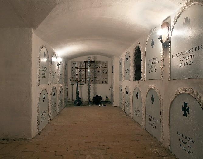 Kościół pw. Wniebowzięcia NMP i śś. Piotra i Pawła (pocysterski) w Wągrowcu - krypty klasztorne