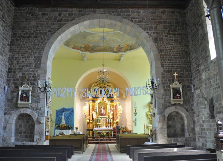 Nawa główna w kościele pw. Narodzenia NMP w Kotłowie